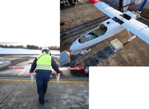 大型固定翼機のメンテナンス風景です。