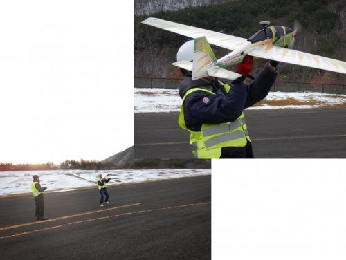 手投げタイプの機体。飛行データを収集し自社の新型機へ反映させます。