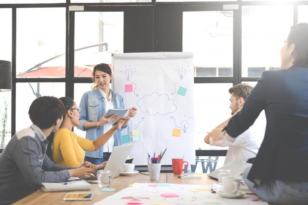(メディアプロデューサー)課題解決に向けての企画提案・実行から各種制作管理業務、サイト運用まで幅広い業務を担当します