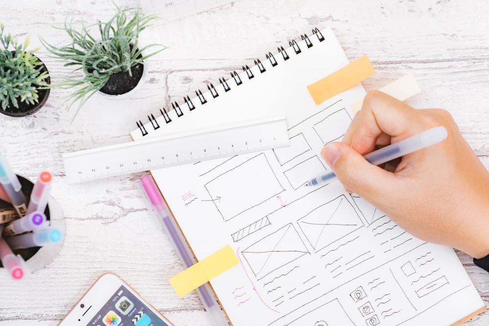 【リードデザイナー/CDO候補 】美容系アプリのUI・UXやコーポレートブランディングに関わるデザインに携われる求人